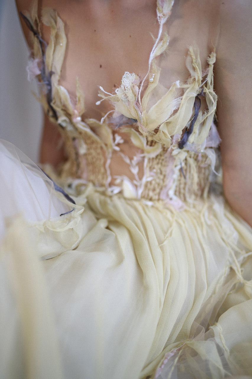 Brautmode in liebevoller Handarbeit