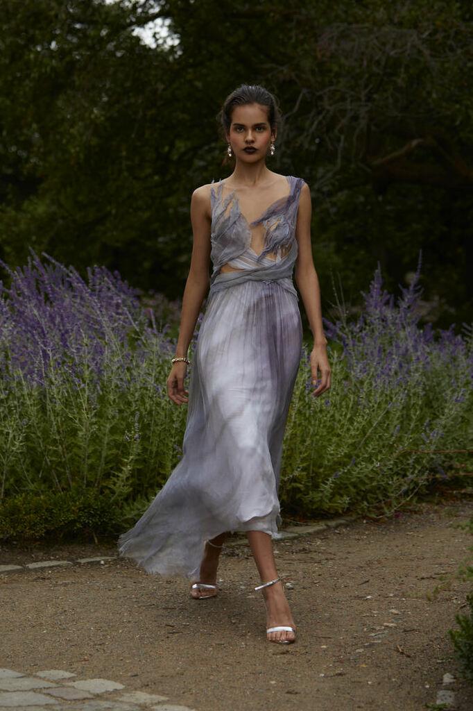 Farbiges, kunstvolles Brautkleid