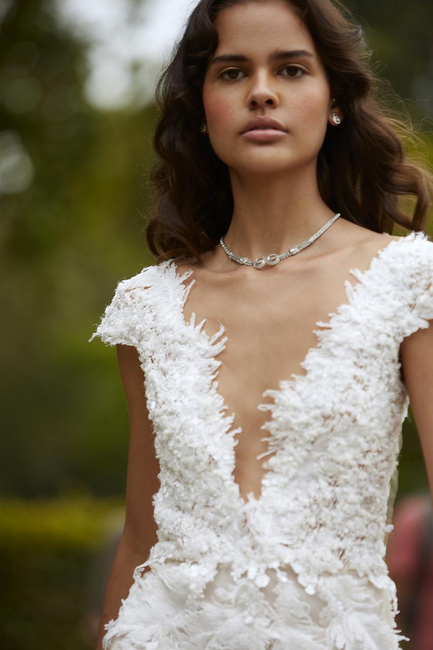 Couture Brautkleid mit Federn