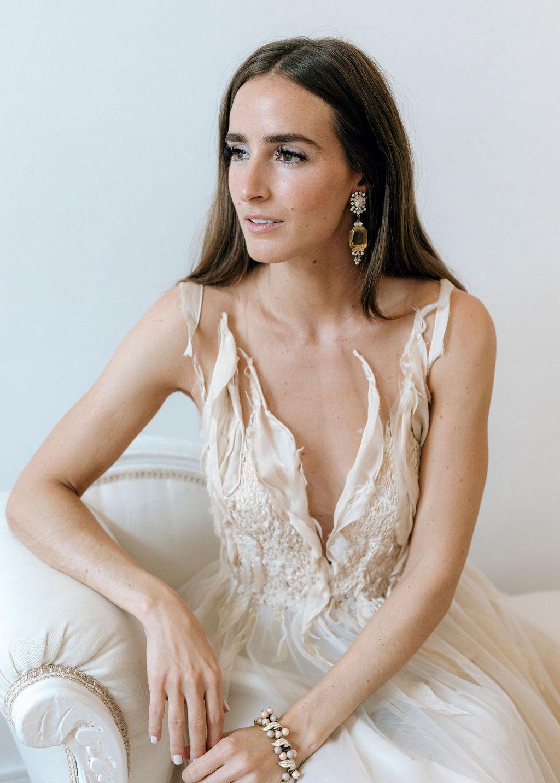 Künstlerisches Brautkleid in nude