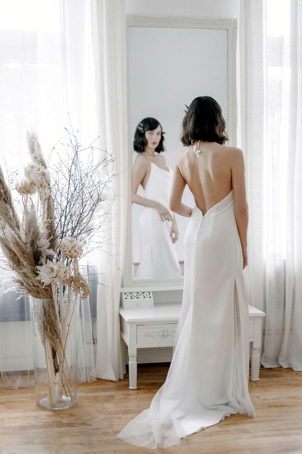 Brautkleid im schlichten Design