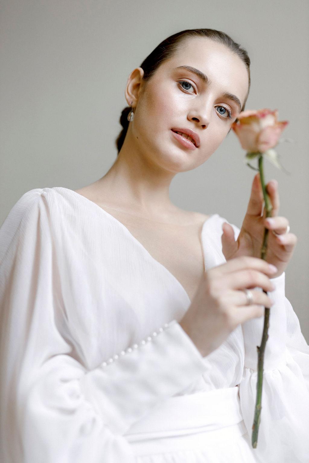 Brautkleid aus Seide mit weiten Ärmeln