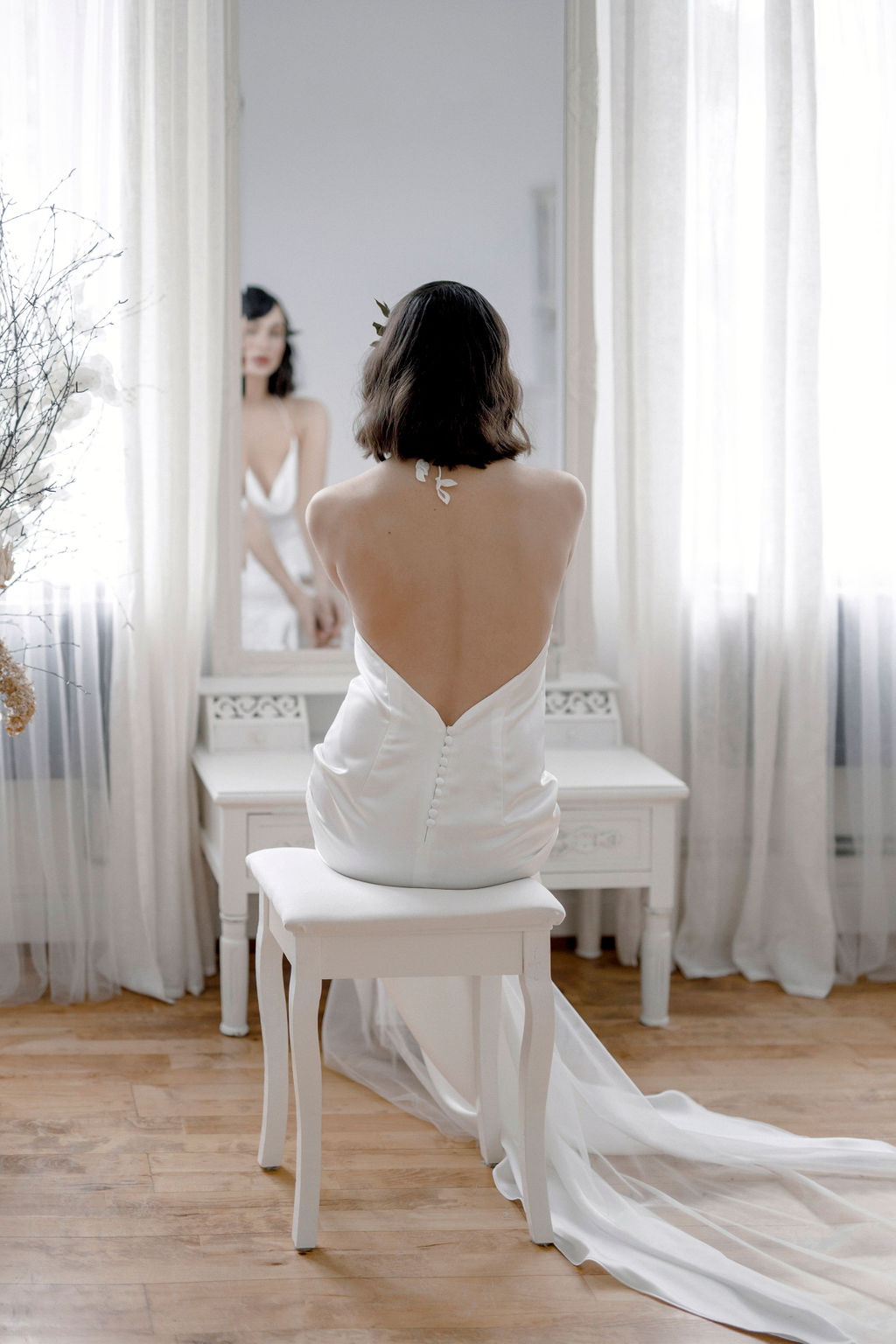 Schlichte Brautmode aus Satin