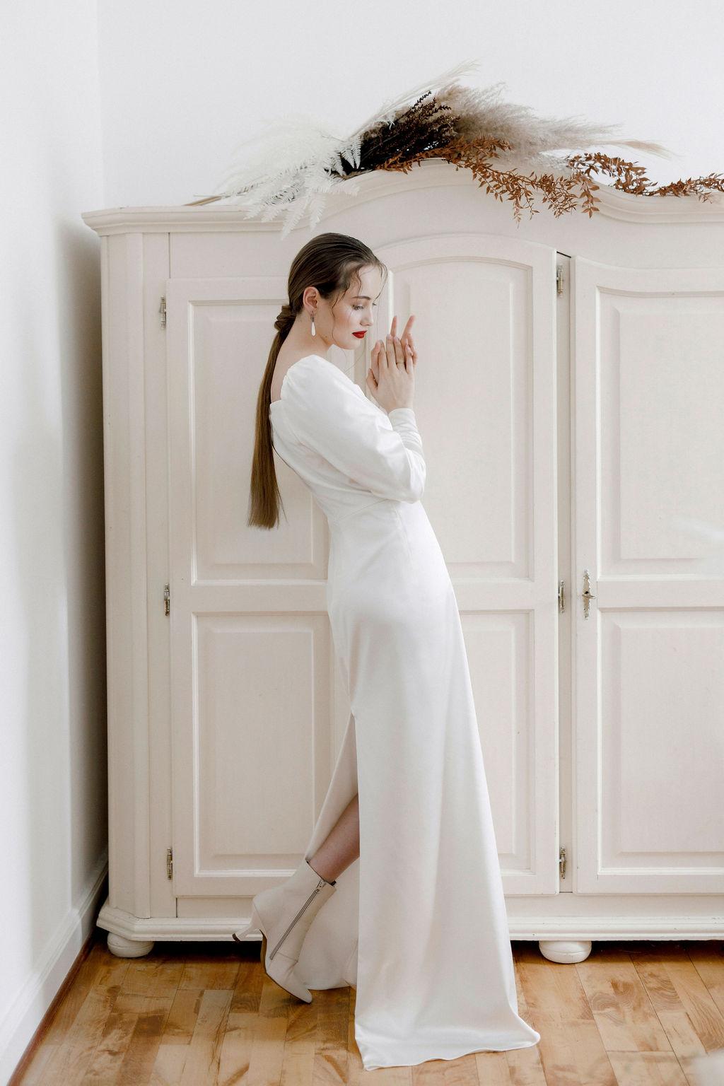 Schlichter Brautlook im besonderen Design