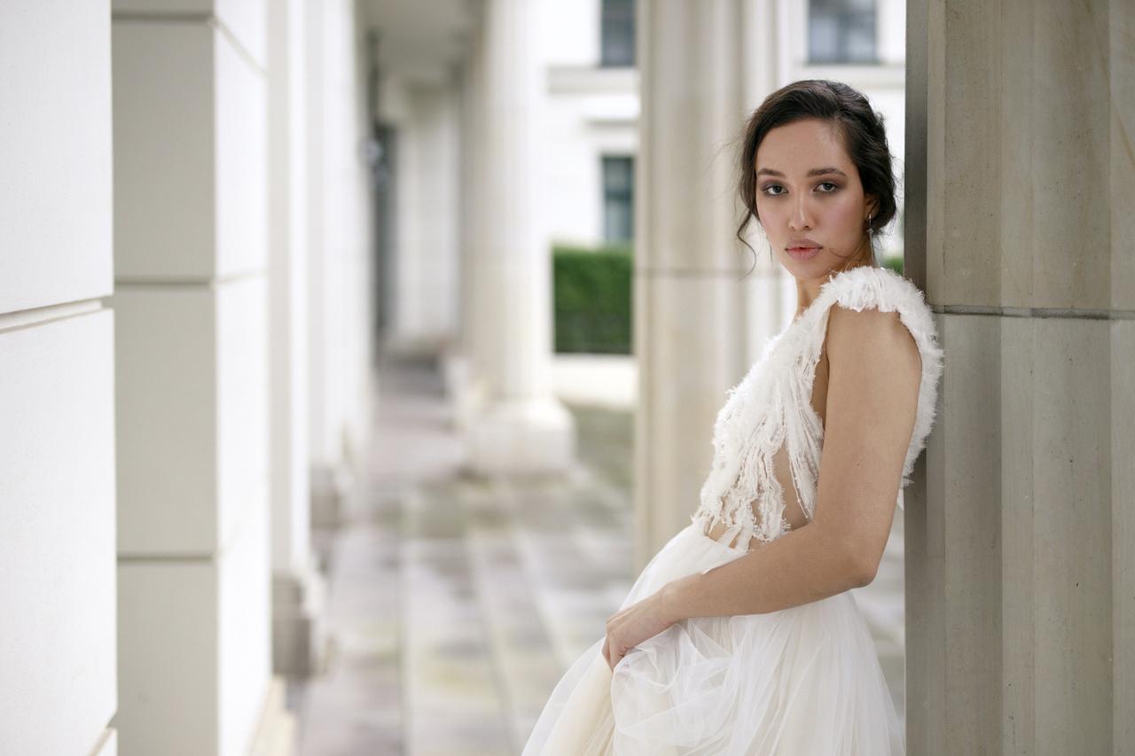 Federleichte Brautmode mit Stil